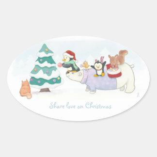 Pegatina Ovalada Animales lindos del navidad que adornan un árbol