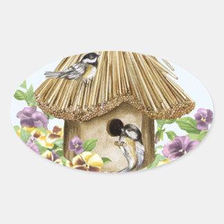 Pegatina Ovalada Birdhouse de los Chickadees