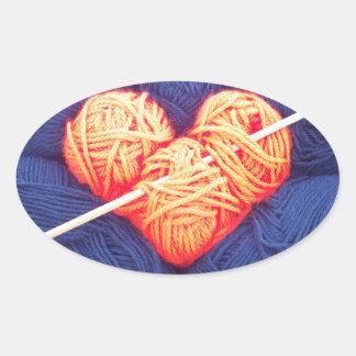 Pegatina Ovalada Corazón lindo de las lanas con la fotografía de la