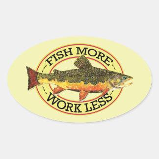 Pegatina Ovalada Los pescados chistosos más - trabaje menos pesca