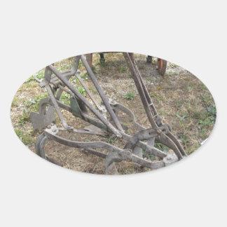 Pegatina Ovalada Paleta vieja del hierro y otras herramientas