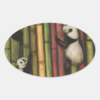 Pegatina Ovalada Pandas que suben el bambú
