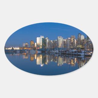 Pegatina Ovalada Reflexión azul de la hora de Vancouver A.C.