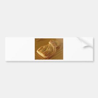 Pegatina Para Coche Bollo de leche en una tabla de madera