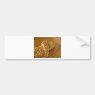 Pegatina Para Coche Bollo de leche en una tabla de madera con el