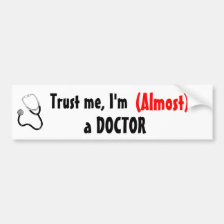 Pegatina Para Coche Confíeme en, yo son (casi) un DOCTOR