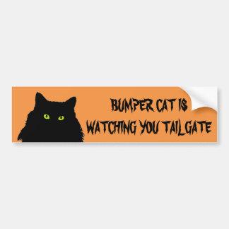 Pegatina Para Coche El gato de parachoques está mirando negro y el