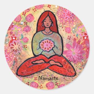 Pegatina pelirrojo del chica de la yoga de Namaste