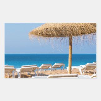 Pegatina Rectangular Parasol de mimbre con la playa beds.JPG