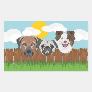 Pegatina Rectangular Perros afortunados del ilustracion en una cerca de