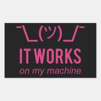 Pegatina Rectangular Trabaja en mi máquina - blanco de la excusa del