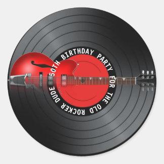 Pegatina Redonda 50.a fiesta de cumpleaños del viejo del eje de