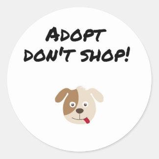 Pegatina Redonda Adopt no hace compras