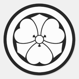 Pegatina Redonda Alazán de madera con las espadas en el círculo 1