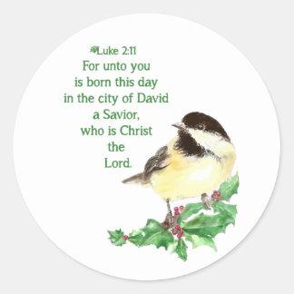 Pegatina Redonda Arte del acebo del Chickadee del 2:11 de Lucas de