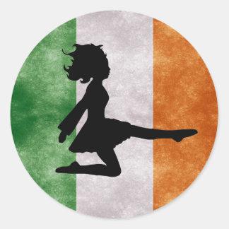 Pegatina Redonda Bailarín irlandés en los pegatinas irlandeses de