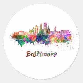 Pegatina Redonda Baltimore V2 skyline in watercolor