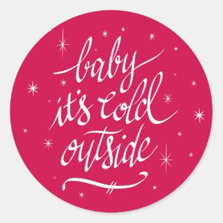 Pegatina Redonda Bebé es exterior frío en rojo