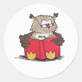 Pegatina Redonda Búho de la lectura