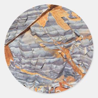 Pegatina Redonda Capas naturales de ágata en una piedra arenisca