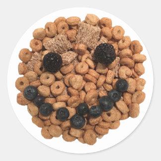Pegatina Redonda Cara sonriente linda de la fruta y del cereal