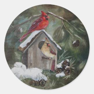 Pegatina Redonda Cardenales en el Birdhouse Nevado
