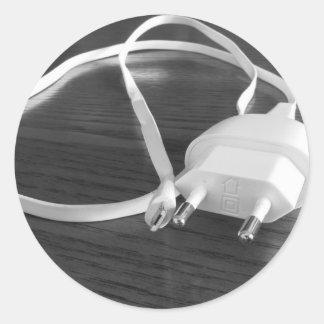 Pegatina Redonda Cargador blanco del smartphone en la tabla de