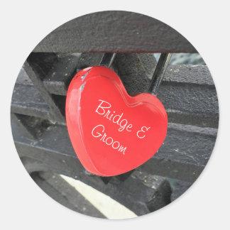 Pegatina Redonda Cerradura en forma de corazón roja personalizada