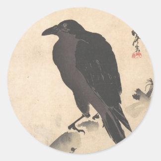 Pegatina Redonda Cuervo de Kawanabe Kyosai que descansa sobre el