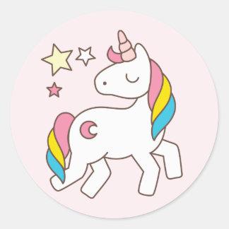 Pegatina Redonda Cumpleaños. Unicornio lindo con las estrellas