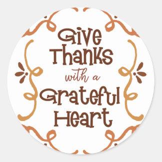 Pegatina Redonda Dé las gracias con un corazón agradecido