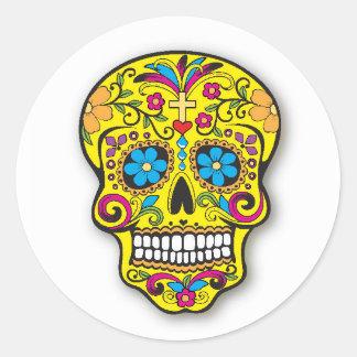 Pegatina Redonda Día mexicano amarillo del cráneo del azúcar de los
