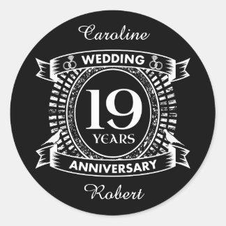 Pegatina Redonda diecinueveavo aniversario de boda blanco y negro