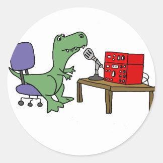 Pegatina Redonda Dinosaurio divertido de T-rex en el equipo de