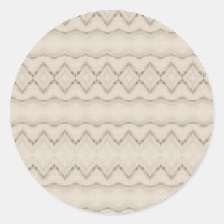 Pegatina Redonda Diseño tribal del modelo de zigzag de la pluma