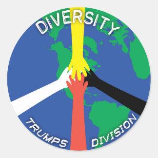 Pegatina Redonda División de los triunfos de la diversidad -
