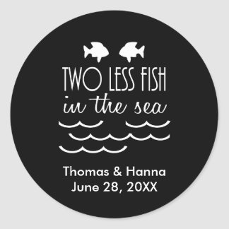 Pegatina Redonda Dos menos pescados en el boda del mar