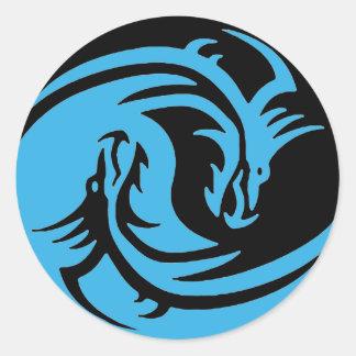 Pegatina Redonda Dragones sistema negro de Yin y de Yang y del azul