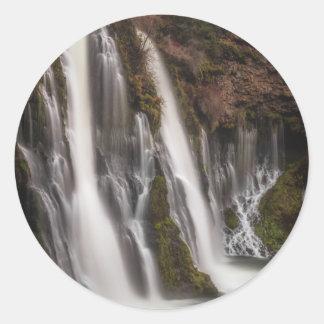 Pegatina Redonda Durante las caídas de Burney del borde