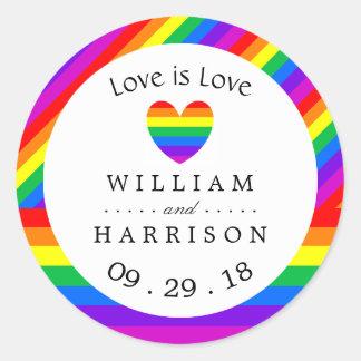 Pegatina Redonda El amor del corazón del arco iris es boda del amor