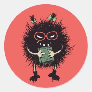 Pegatina Redonda El estudiante malvado del insecto del friki ama el
