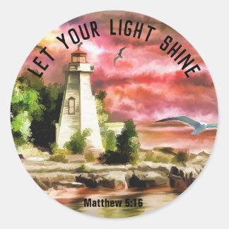 Pegatina Redonda El faro del 5:16 de Matthew dejó su brillo ligero