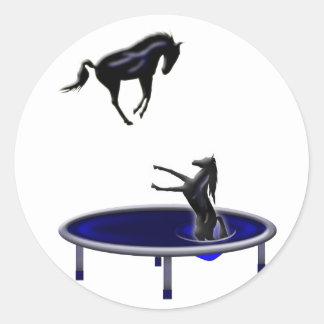 Pegatina Redonda el salto del caballo