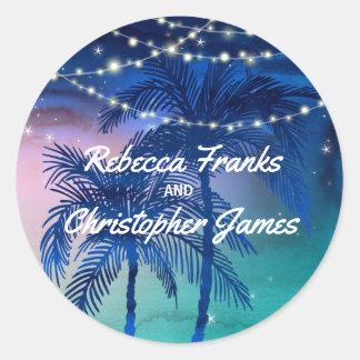 Pegatina Redonda El sobre del boda de playa sella las palmeras
