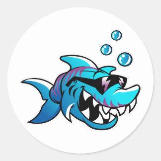 Pegatina Redonda El tiburón, me encuentra en la playa, divertida,