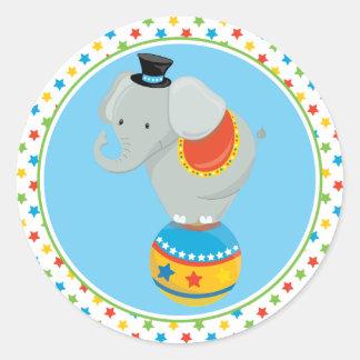 Pegatina Redonda Elefante del tema el | del circo en bola del circo