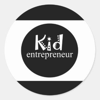 Pegatina Redonda Empresario blanco y negro del niño