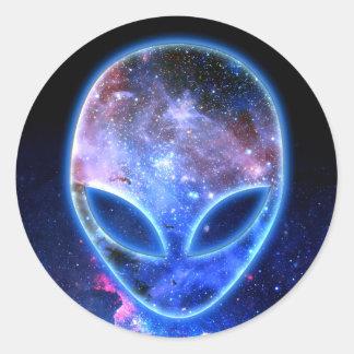 Pegatina Redonda Extranjero en espacio