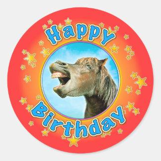 Pegatina Redonda Feliz cumpleaños del caballo de risa