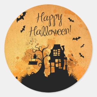 Pegatina Redonda Feliz Halloween rústico de la casa encantada